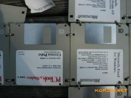 Как сделать сумку из дискет (13 фото).  Бонусные картинки.